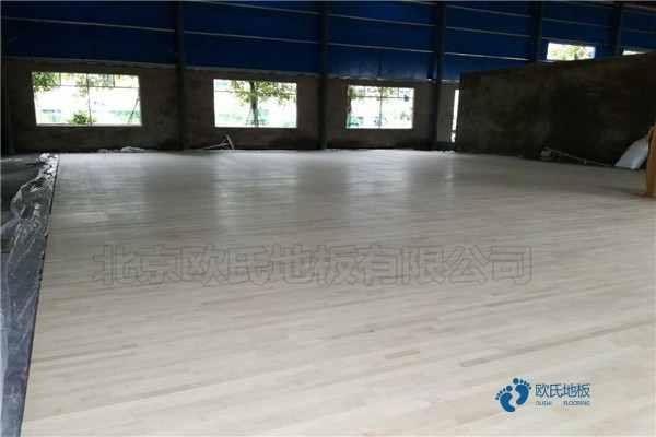 枫木体育场馆木地板代理商