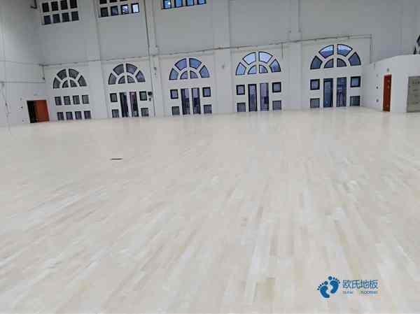 冬天要养护体育木地板伸缩缝