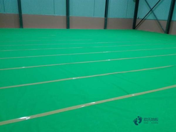 体育馆木地板需要补水吗
