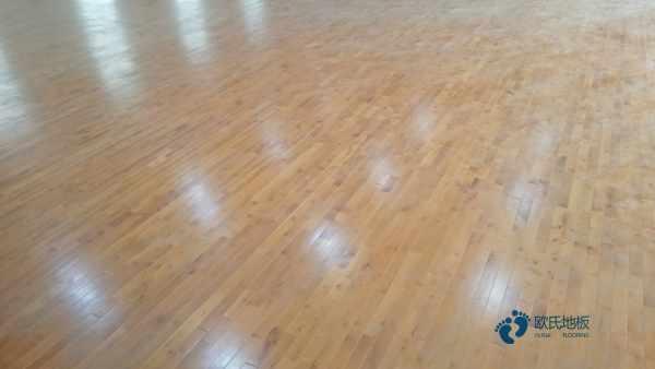 如何处理运动木地板污渍。