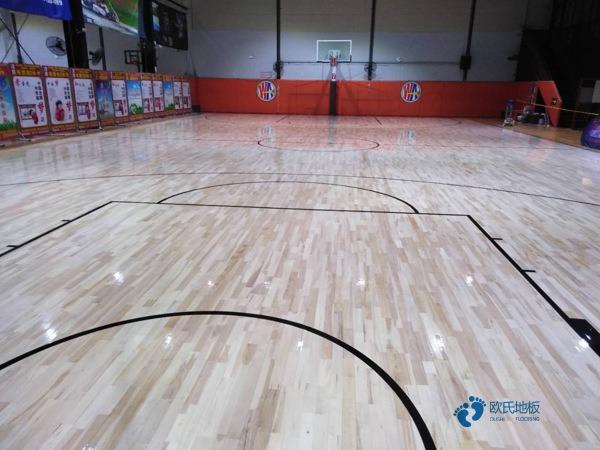体育木地板翻新可行吗
