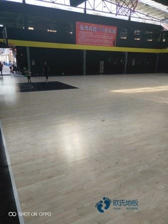 体育木地板起鼓是怎么回事