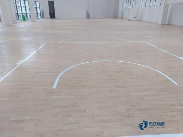 篮球场木地板起拱原因是什么