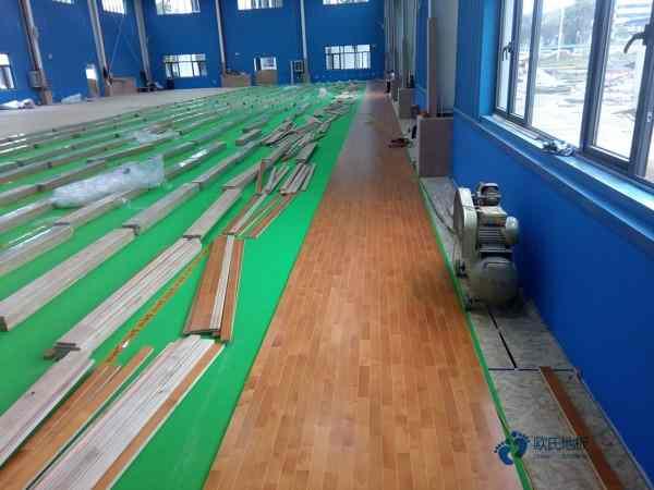 枫桦木体育场木地板施工