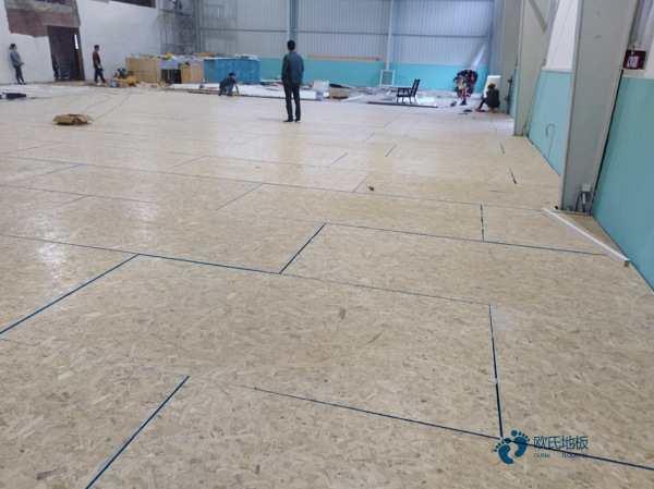 硬木企口篮球场木地板安装