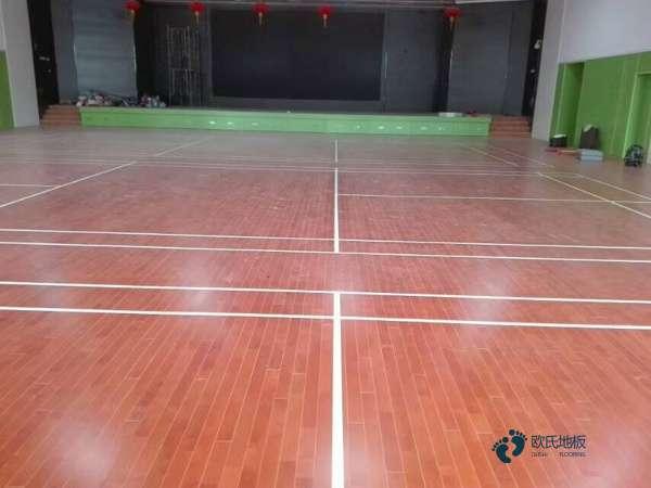 学校体育馆实木地板造价是的多少?