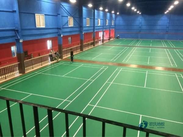 柞木体育馆木地板怎么翻新?
