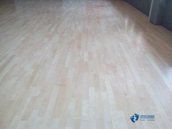 22厚羽毛球馆木地板施工技术方案