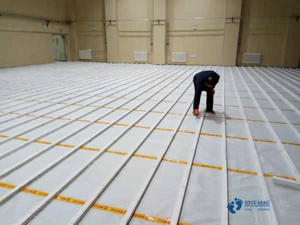 拼接板木地板篮球场单层龙骨结构