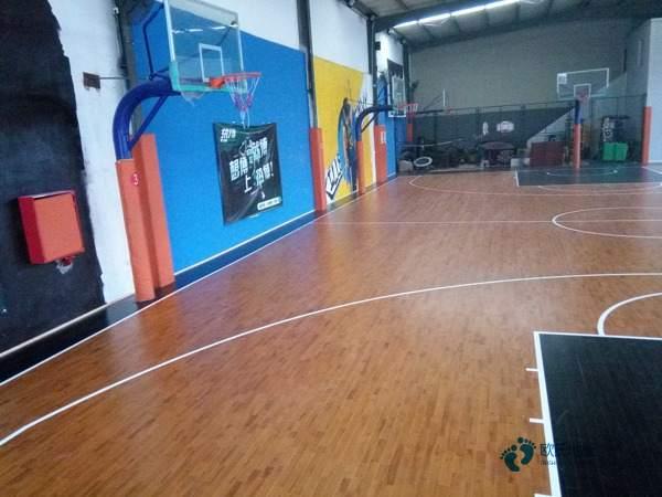 私人篮球场地板多少钱合适
