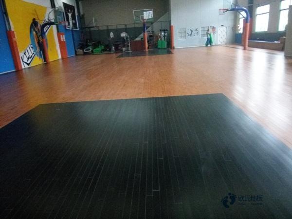 松木篮球场实木地板多少钱一平米?