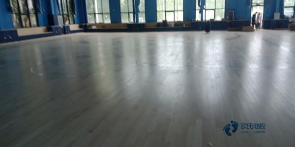实木体育馆地板安装公司