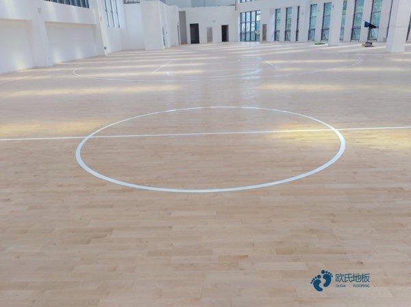 橡胶木风雨操场运动地板翻新施工