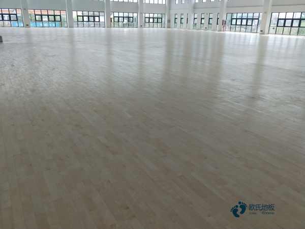 寻求体育场地木地板哪个牌子的好