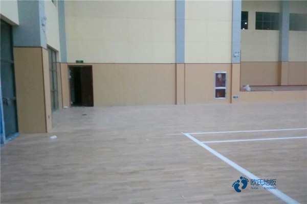 寻求体育篮球木地板品牌哪个好