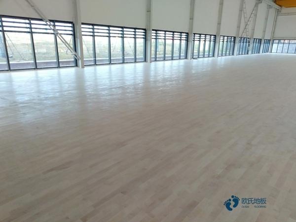 学校篮球实木运动地板施工方案