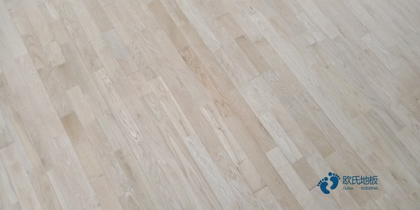 寻求体育馆木地板哪个牌子好