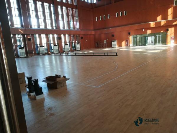 寻求篮球地板公司