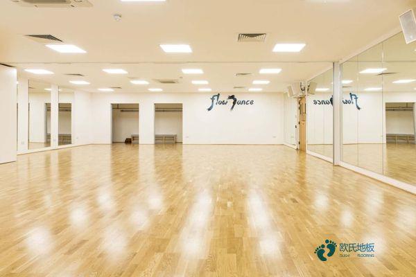 江西枫木体育场地板一般多少钱