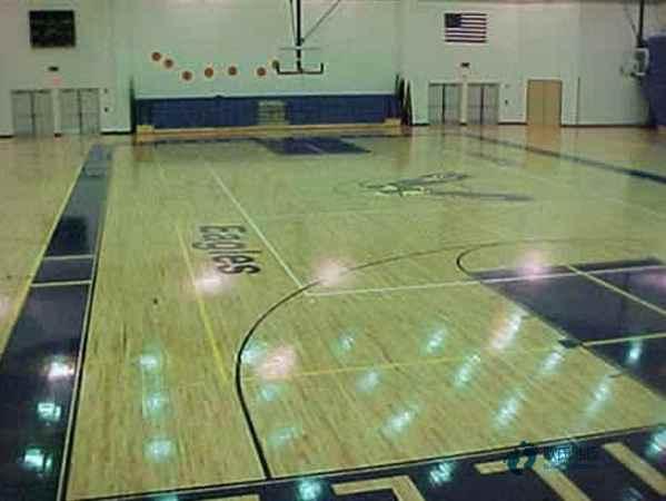 篮球场馆木地板价格一般多少钱一平方米2