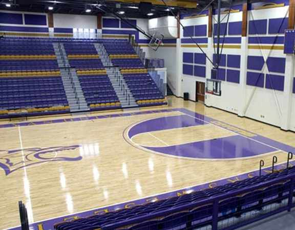 篮球场馆木地板刷漆3