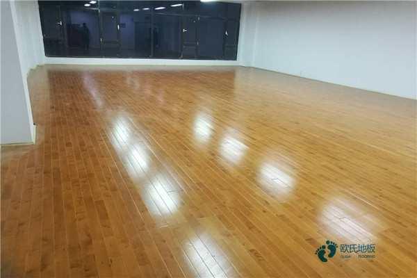 那有篮球运动木地板承载力