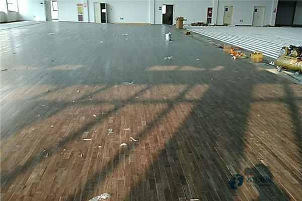 寻求运动场木地板哪些牌子好