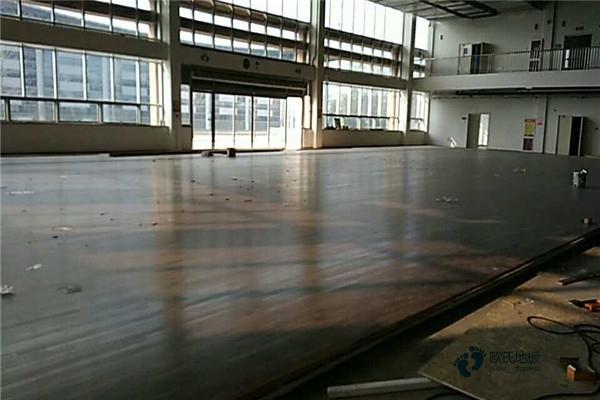寻求运动场木地板哪种牌子好