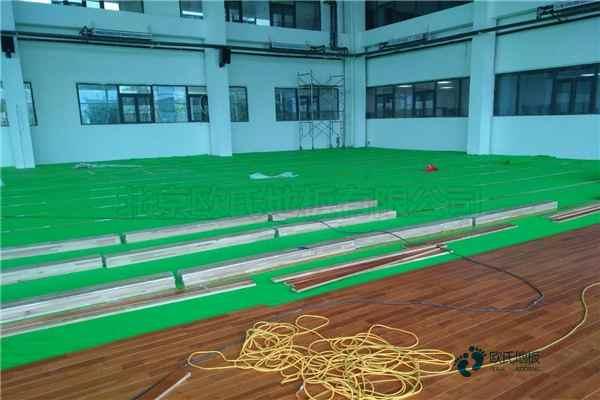 赛事场馆篮球场地板怎么安装