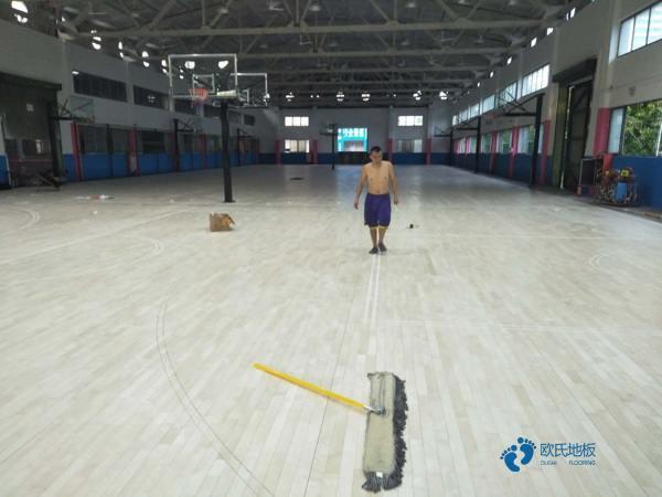 天津枫桦木体育场地板打磨翻新