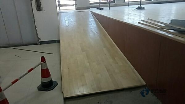 批发体育场地地板厂家报价