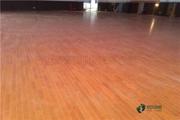 普通体育地板施工方案