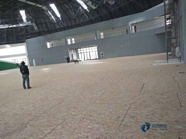 室内运动实木地板施工方案