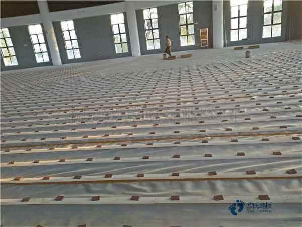 普通体育场地木地板施工