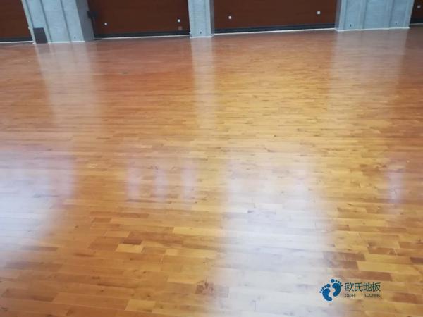 普通体育场木地板施工步骤