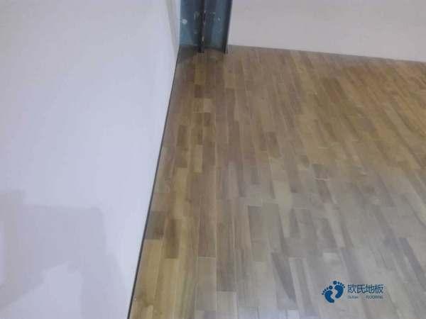 那里有运动木地板反弹力