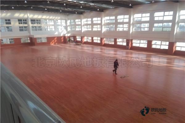 普通运动场地地板施工工艺