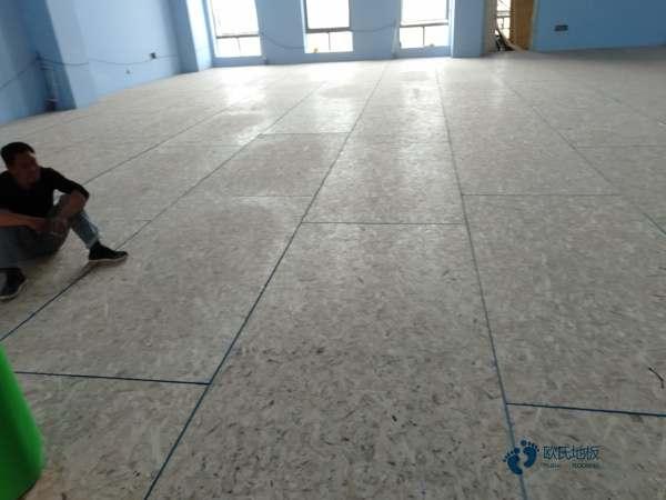 松木体育地板保养方法