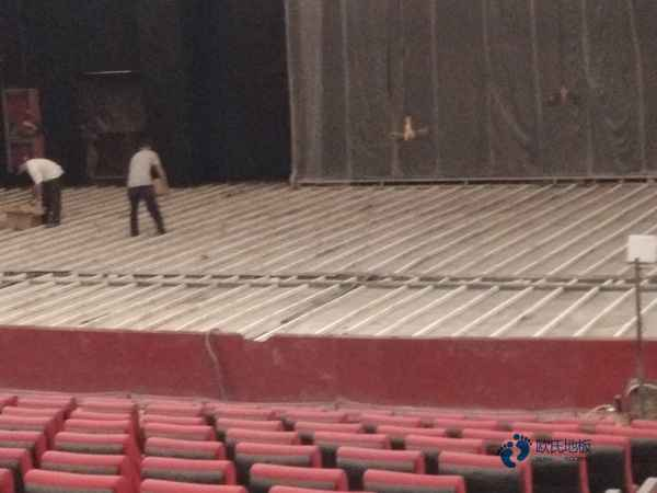 松木体育场地板如何保洁