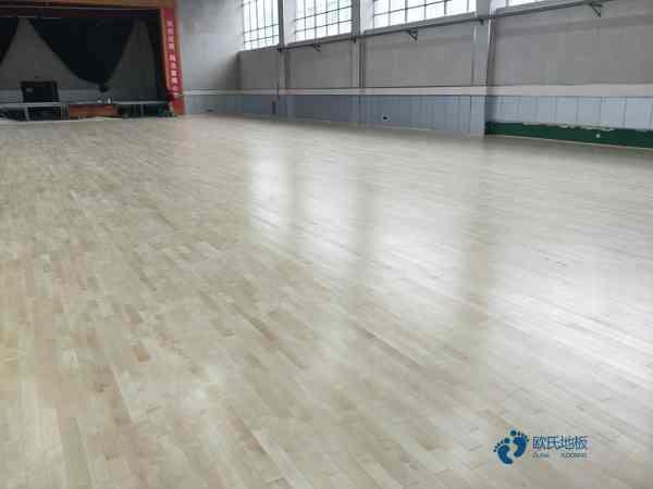 松木体育场馆地板清洁保养