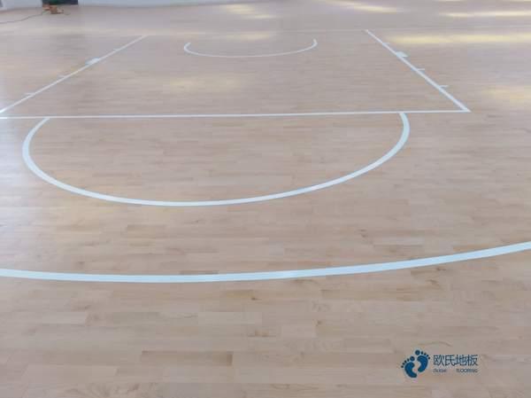 怎么翻新?枫木体育馆木地板