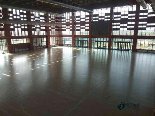 松木体育篮球地板维护保养