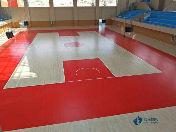 体育篮球木地板刷漆2
