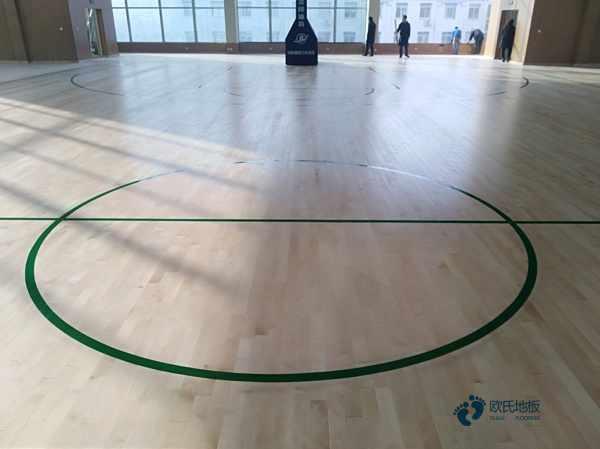 松木篮球馆地板安装公司