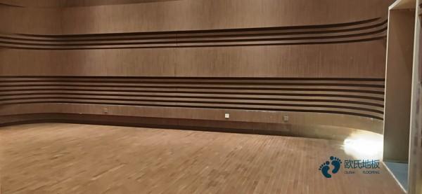 运动篮球木地板报价1