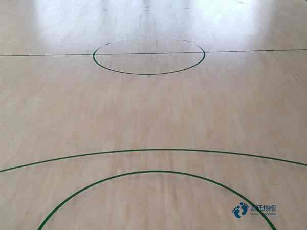 柞木体育场木地板打磨翻新