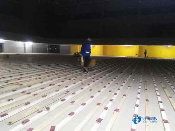 新疆枫桦木体育木地板打磨翻新