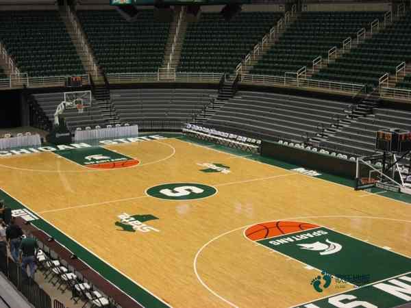板式龙骨体育馆木地板安装公司