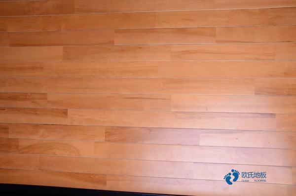 枫桦木体育场地地板保养知识