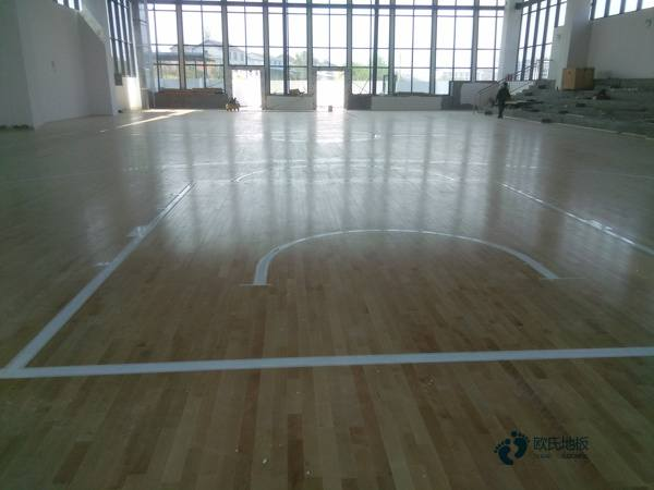 枫桦木运动场地木地板怎样保养